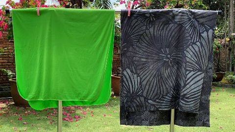Drying the Sea to Summit Pocket Towel (left) and the PackTowl UltraLite (right) outdoors.